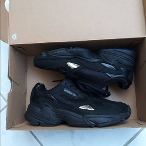 NEW ADIDAS FALCON W Women Shoe Sneakers 6 IN BOX
